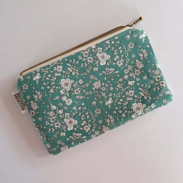 Green floral clutch for essential oil rollers
